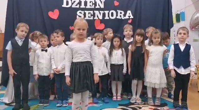 Dzień Seniora – życzenia od przedszkolaków